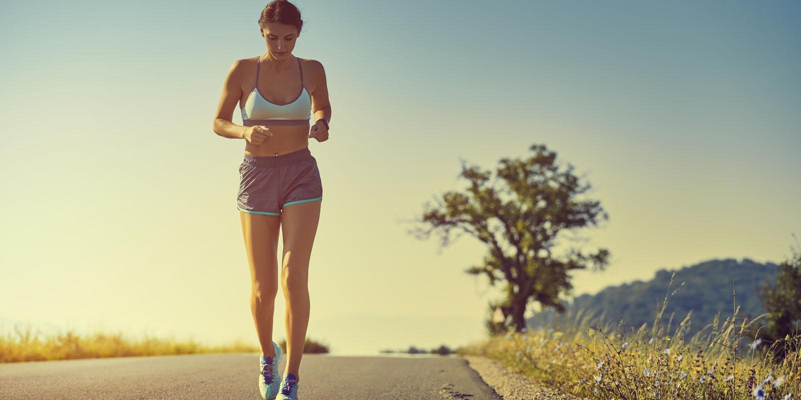 Fazer caminhada ajuda a diminuir a gordura localizada nas pernas. Será?